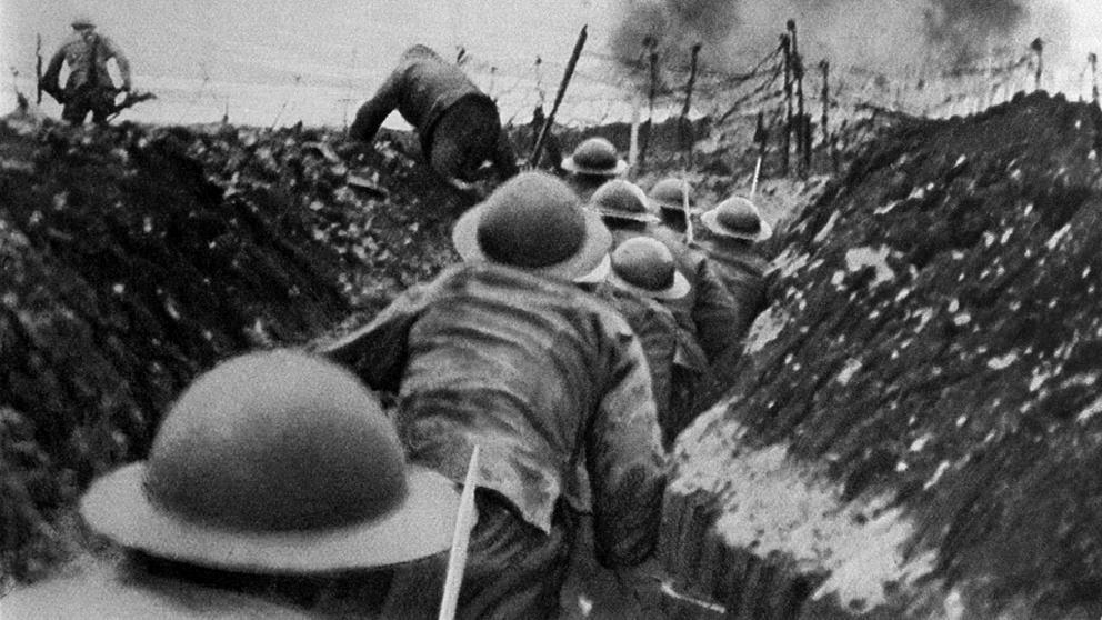 Imagen de unos soldados dentro de una trinchera