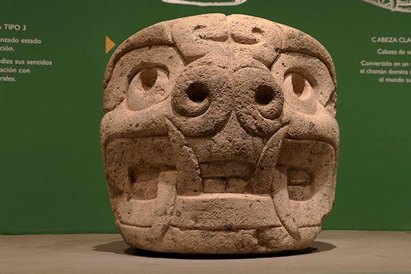 Cabezas clavas de la Cultura Chavin
