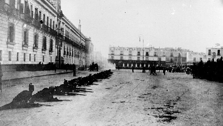 Soldados maderistas defendiendo Palacio Nacional.